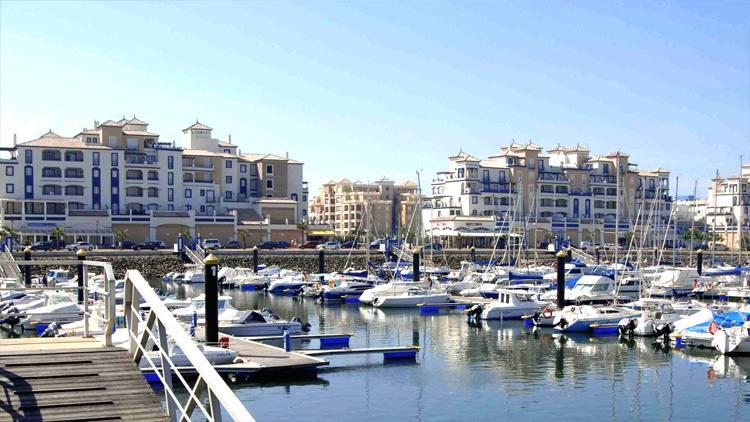 barcos puerto isla canela