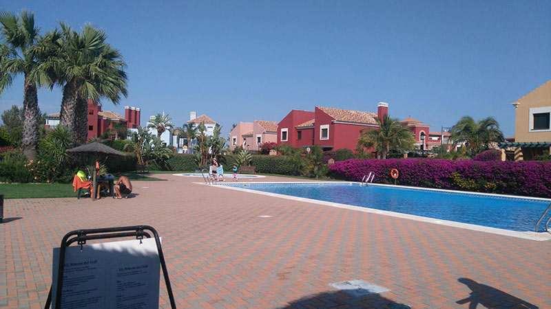 casa con piscina isla canela